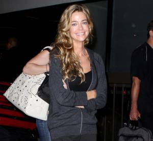 Denise Richards, sexy même en tong !