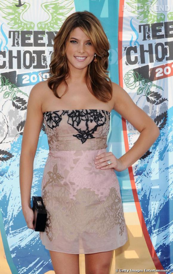 Actress Ashley Greene arrives at the 2010 Teen Choice Awards at Gibson Amphitheatre on August 8, 2010 in Universal City, California.