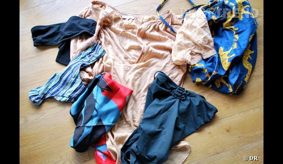 Une tenue spéciale Piscine La base : la tunique + un maillot, deux pièces ou une pièce, les deux modèles sont accordés cet été + sac en tissu, pour y caser crème solaire, bouquin, et brumisateur + un foulard, à nouer autour de la taille pour changer d'allure au moment du déjeuner  Légende photo : maillot deux pièces Princesse Tam Tam, maillot une pièce Eres, tunique Maje, sac en tissu Princesse Tam Tam, foulard American Apparel.