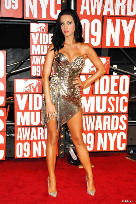 Lorsqu'elle joue les femmes fatales, Katy ne manque pas de piquant(s).