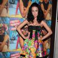 Katy Perry affiche sur sa robe bustier au décolleté outrageux son amour pour les bêtes ou plutôt pour les muppets.