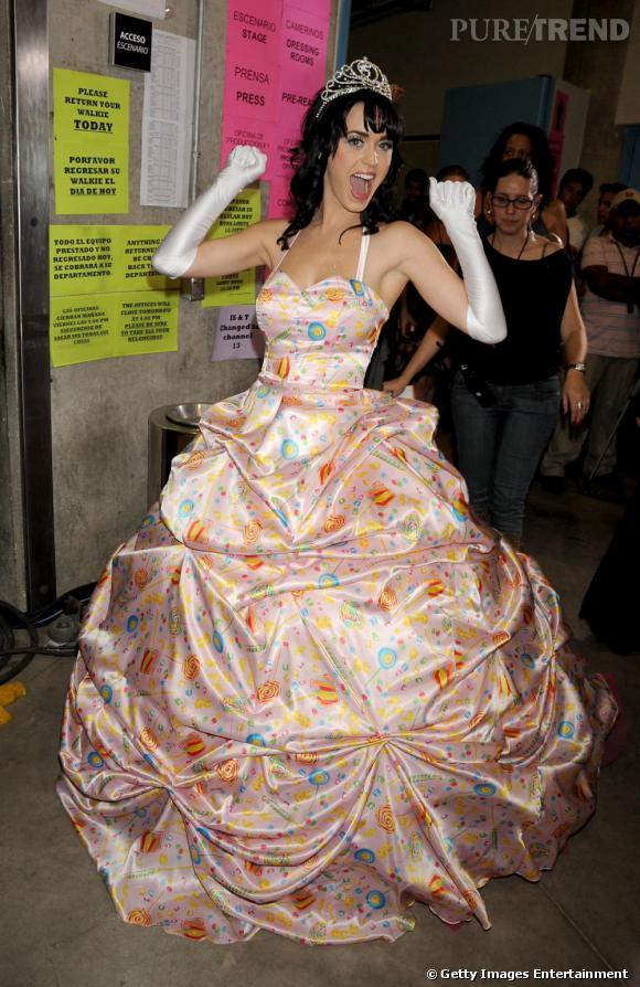 Lorsque l'on parle de robe meringue, Katy Perry prend le terme au pied de la lettre.