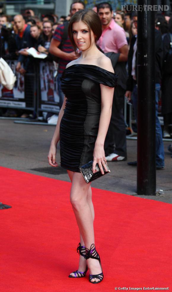 4d419d98c6 Anna Kendrick sexy en petite robe Elise Overland à la première de Scott  Pilgrim vs The