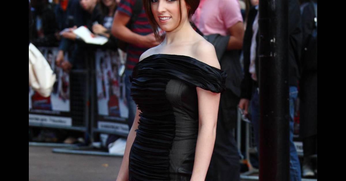5776c8ba09 Anna Kendrick sexy en petite robe Elise Overland à la première de Scott  Pilgrim vs The World à Londres - Puretrend