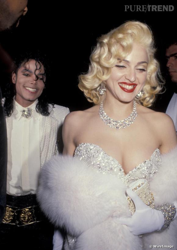 En 1991, l'inspiration saute aux yeux. Madonna succombe à l'icône du glamour et choisit la chevelure bouclée platine. Elle dit également adieu aux sourcils en bataille.