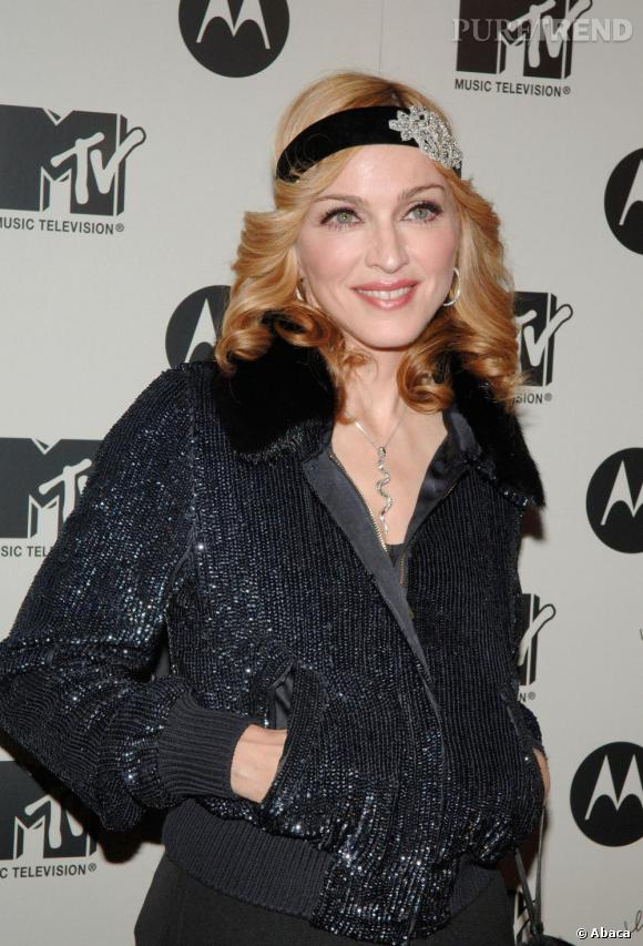 En 2005 Madonna sort son dixième album Confession on a Dance Floor. Body rose et look sporty, la chanteuse retombe à l'époque de Fame avec une chevelure aux pointes recourbées vers l'extérieur.