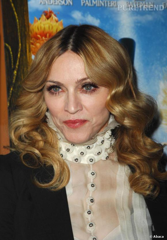 En 2007, l'actrice devient très classique pour sa coiffure. En contre partie elle affiche un maquillage des yeux plus prononcé au niveau des yeux en choisissant d'appliquer du mascara en haut comme en bas.