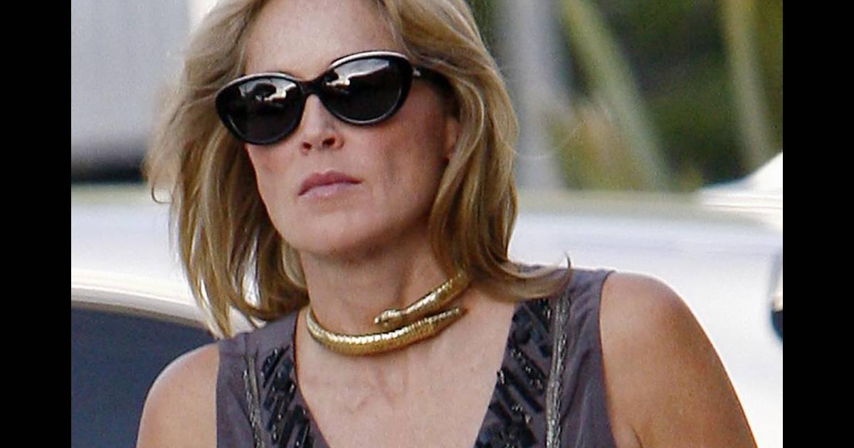 Sharon Stone aime les accessoires griffés comme ses lunettes de soleil  papillon Dior - Puretrend fd55b4dcc5fd