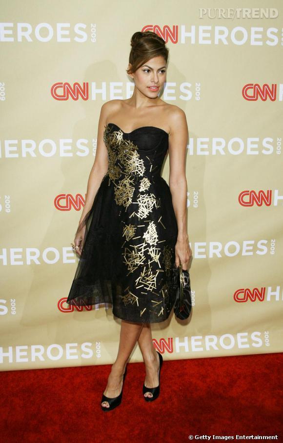 Eva Mendes a réalisé depuis longtemps tout le potentiel sexy de la robe en-dessous du genou.