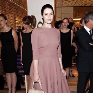 Quant à Gemma Arterton, la belle a le parfait look pour apparaître en guest star dans la série Mad Men.