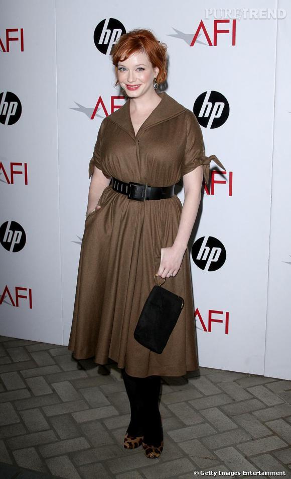 A l'écran comme sur le tapis rouge, l'héroïne de  Mad Men  Christina Hendricks ne quitte plus les looks 50's.