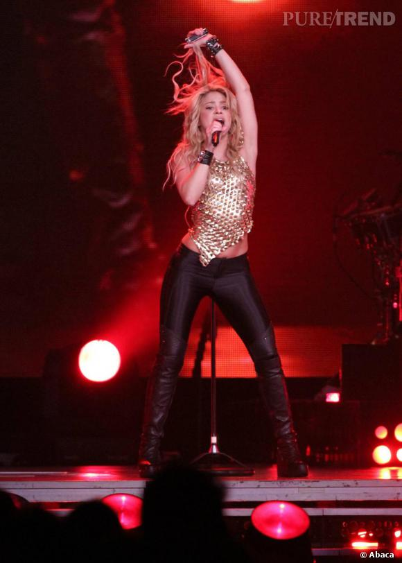 Shakira a des courbes de rêves et aime en jouer.