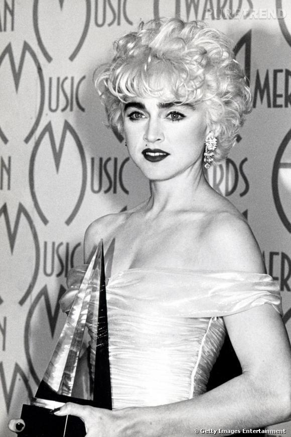 Madonna revisite le blond peroxydé de l'icône.