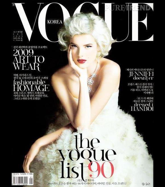 Agyness Deyn métamorphosée en Marilyn le temps d'une série photos pour le Vogue coréen.