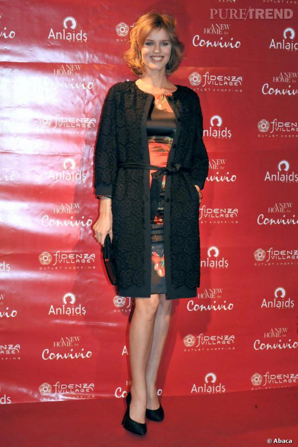 Eva Herzigova à l'ouverture de la boutique Convivio à Florence.