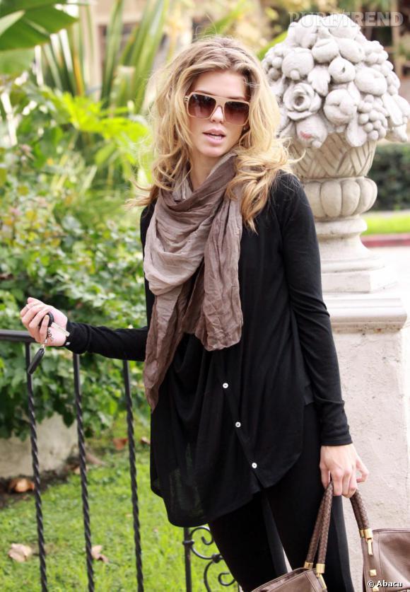AnnaLynne McCord s'offre un joli look d'automne.