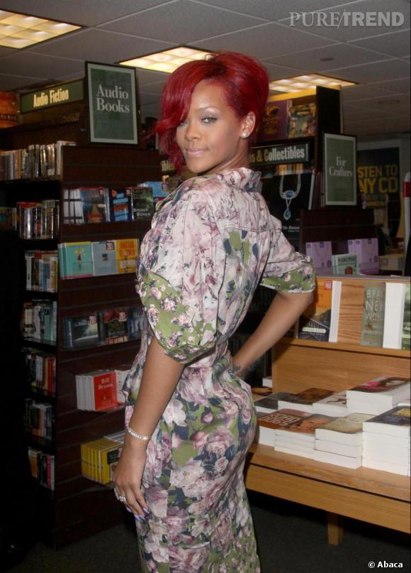 Rihanna Presente Son Livre A New York Dans La Librairie