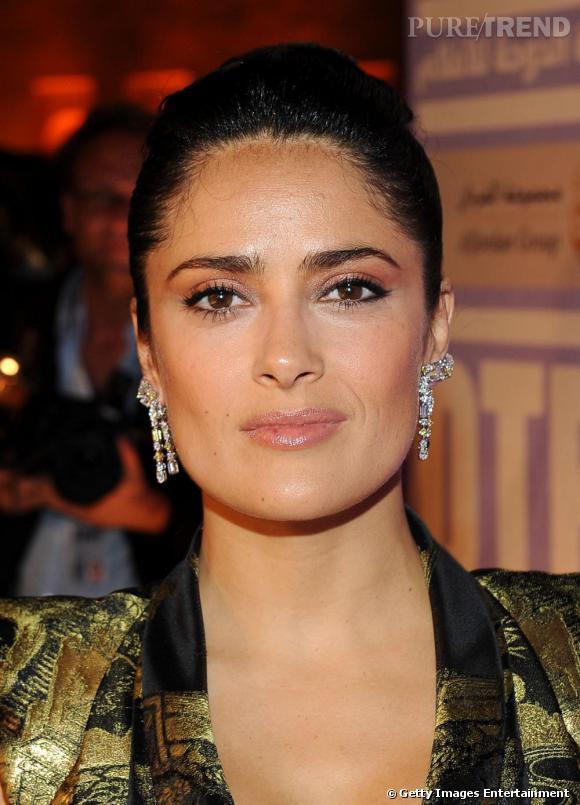 """Salma Hayek portant les pendants d'oreille """"Tippi"""" de Boucheron"""