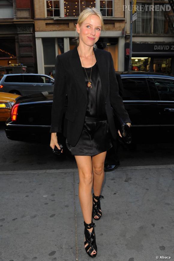 Indispensable n°1 : le noir Naomi affiche clairement sa préférence pour le noir, que ce soit pour des petites robes ou pour ses looks de rues.