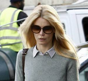 Claudia Schiffer, son look de working girl british... A shopper !