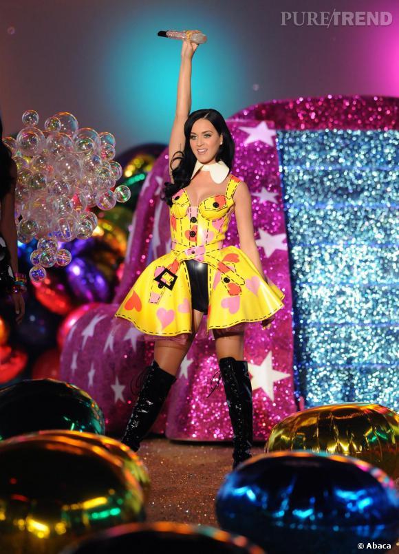 Katy Perry fait son show chez Victoria's Secret.