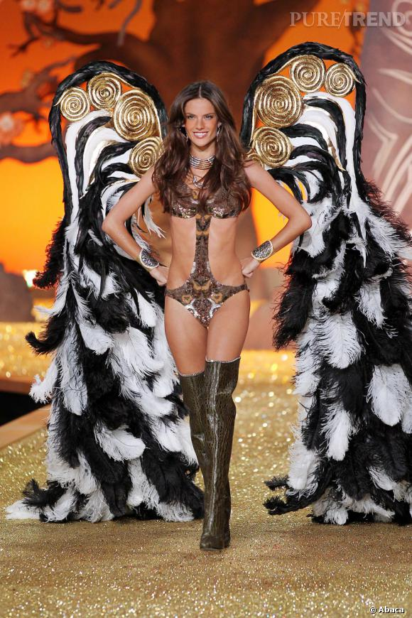 Alessandra Ambrosio déploie ses ailes.