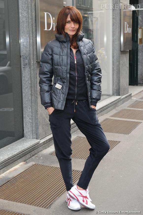 Helena Christensen habillée par Reebok, Easy Tone aux pieds, le nouveau modèle de la maison.