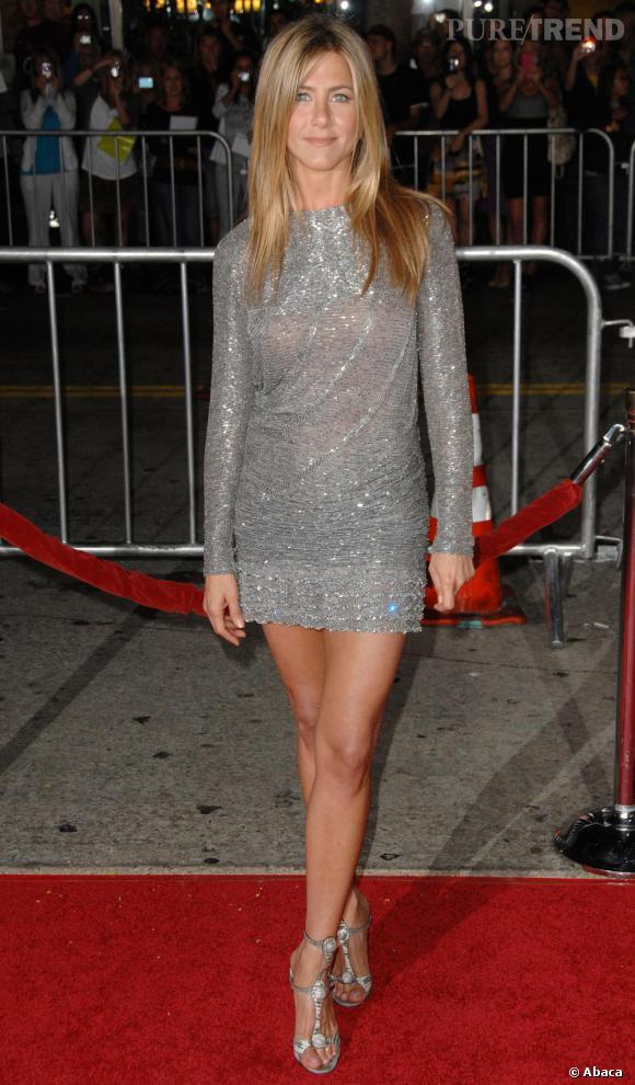 Pour Jennifer Aniston, le sequin se fait argenté et associé à des strass pour un look résolument glitter.