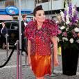 Exemple à suivre pour les demoiselles qui n'ont pas froid aux yeux, Björk qui associe lamé et top futuriste.