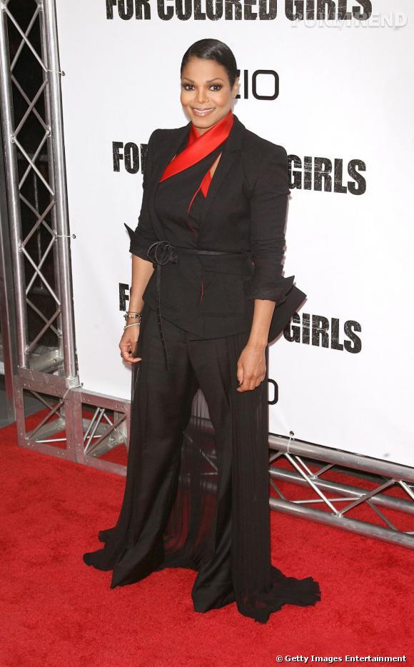 Pantalon qui dégouline sur le red carpet et tête d'épingle, Janet Jackson a peut-être des problèmes d'ajustements question proportion.
