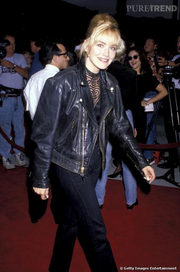 En 1990, Sharon Stone n'a pas encore sa réputation sulfureuse et préfère le perfecto à la robe fendue.