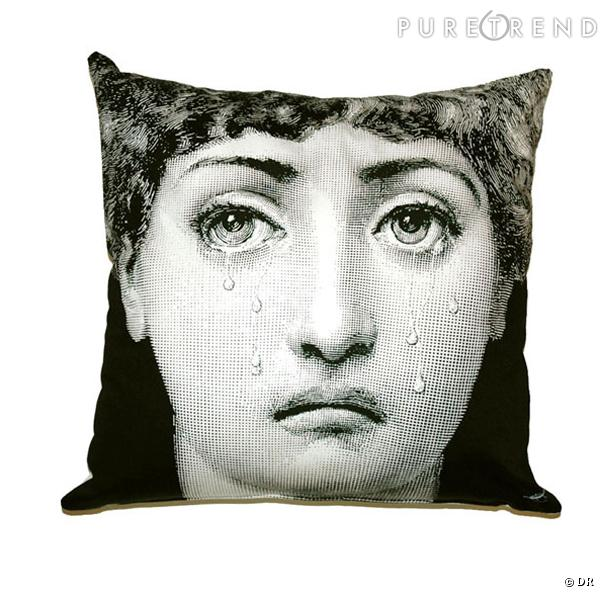 coussin fornasetti la renaissance revisit e par le peintre. Black Bedroom Furniture Sets. Home Design Ideas