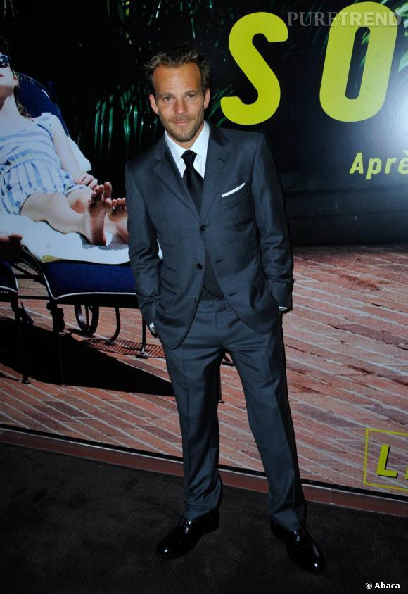 De passage à Paris le jeune homme offre une belle démonstration de son style Stephen version 2011 en costume bien coupé, chaussures cirées. Le must, le mouchoir dans la pochette, plié à la présidentielle pour un effet raffiné.