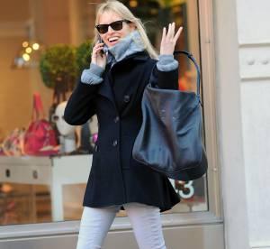 Karolina Kurkova, démonstration en pantalon blanc... À shopper !