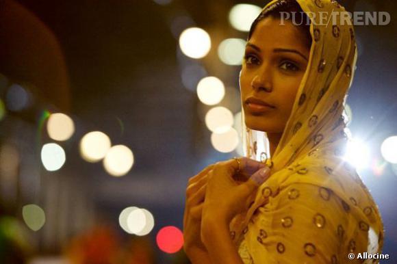 """La magnifique Freida Pinto dans le film """"Slumdog Millionnaire""""."""