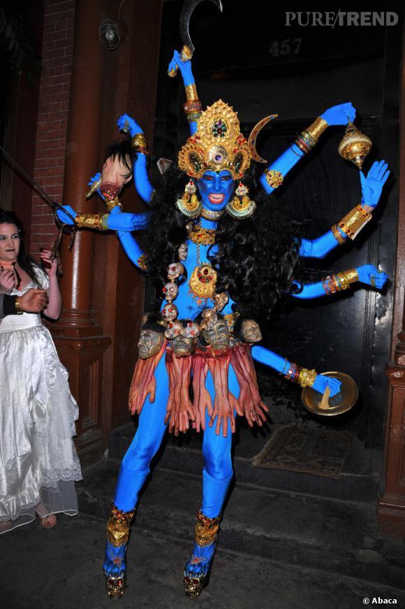 Un look indien très second degré : Heidi Klum se déguise en déesse Shiva maléfique.