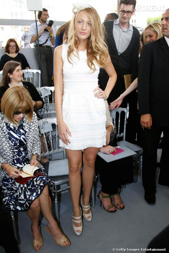 Accessoire de robe blanche