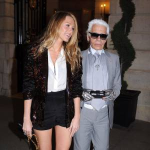 Le couturier version Blake. La jeune femme ne fait pas les choses à moitié et s'attaque à la maison mode par excellence, Chanel dont elle est désormais égérie.