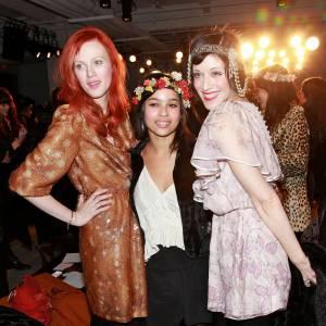 En backstage avec Karen Elson et Sarah Sophie Flicker.