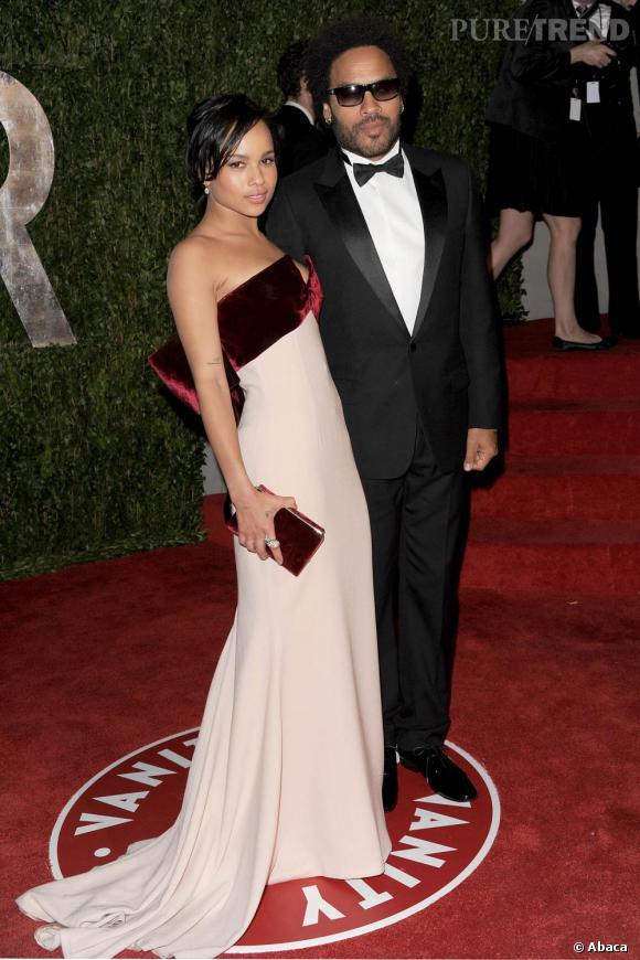 Ultra glamour, Zoë foule le red carpet en Alexis Mabille au bras de son papa.