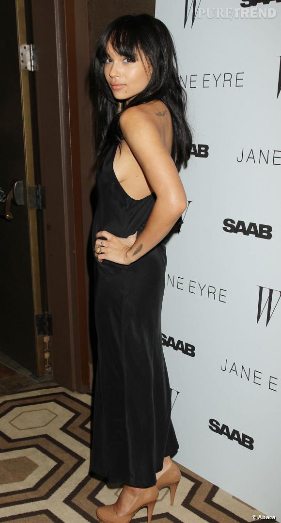 Élue parmi les 10 stars montantes du style par le Harper's Bazaar en 2010, Zoë mérite bien sa place.