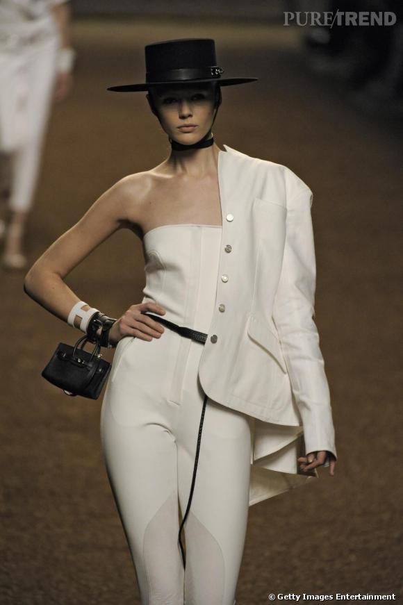 Chez Hermès même les sacs iconiques se la jouent mini mini et façon bracelets.