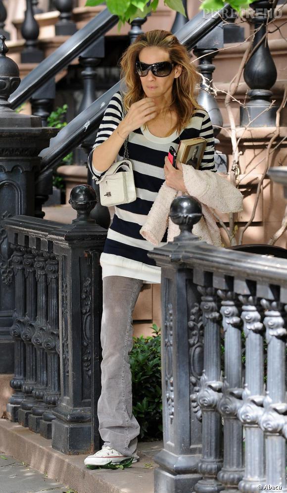 Sarah Jessica Parker, en parfaite modeuse fond pour la tendance et opte pour un modèle si petit qu'elle ne peut pas y glisser son livre !