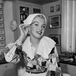 """Nom : Marilyn MonroeAnti-secret de beauté : se raser pour lutter contre la pilosité facialeDéclaration de Kate Somerville, l'esthéticienne préférée d'Holywood : """"Marilyn Monroe avait l'habitude de se raser juste avant ses séances photo pour avoir les joues complètement lisses et exfoliées""""."""