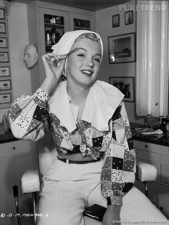 """Nom  : Marilyn Monroe   Anti-secret de beauté  : se raser pour lutter contre la pilosité faciale   Déclaration de Kate Somerville, l'esthéticienne préférée d'Holywood :  """"Marilyn Monroe avait l'habitude de se raser juste avant ses séances photo pour avoir les joues complètement lisses et exfoliées""""."""