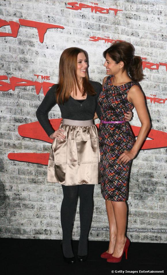Les belles d'Hollywood s'amourachent l'une de l'autre. Côté style, Scarlett est plus glamour, Eva plus romantique.