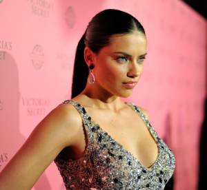 Adriana Lima, show devant !