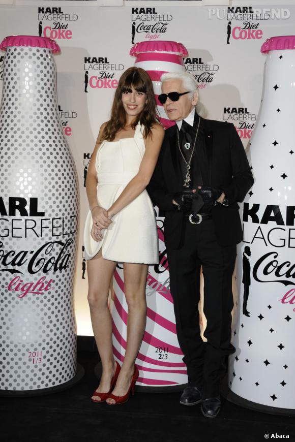 Avec une telle tenue, Lou Doillon décrochait le titre de Reine de la soirée, prenant même la pose avec Karl en personne.