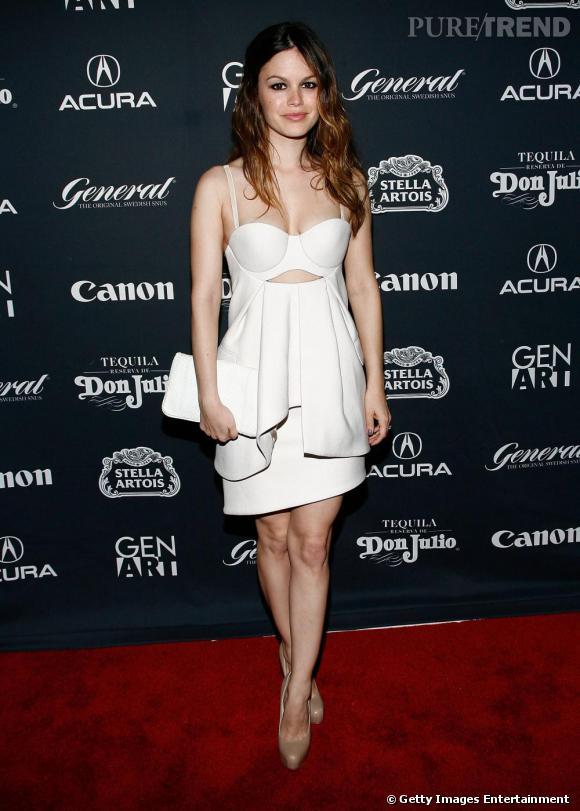 Rachel Bilson, version sexy, en robe découpée Preen.