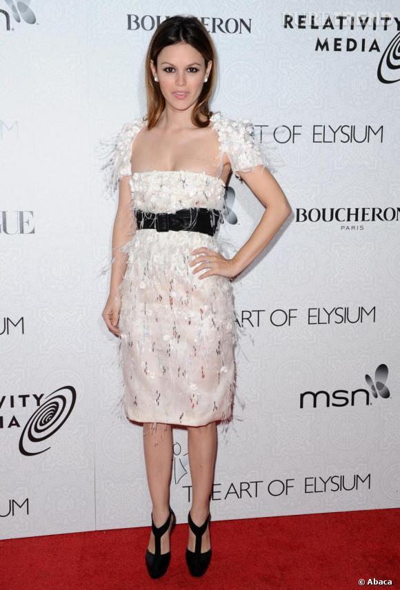 Rachel Bilson, so chic en robe immaculée. Une allure plus mature qui lui réussit.